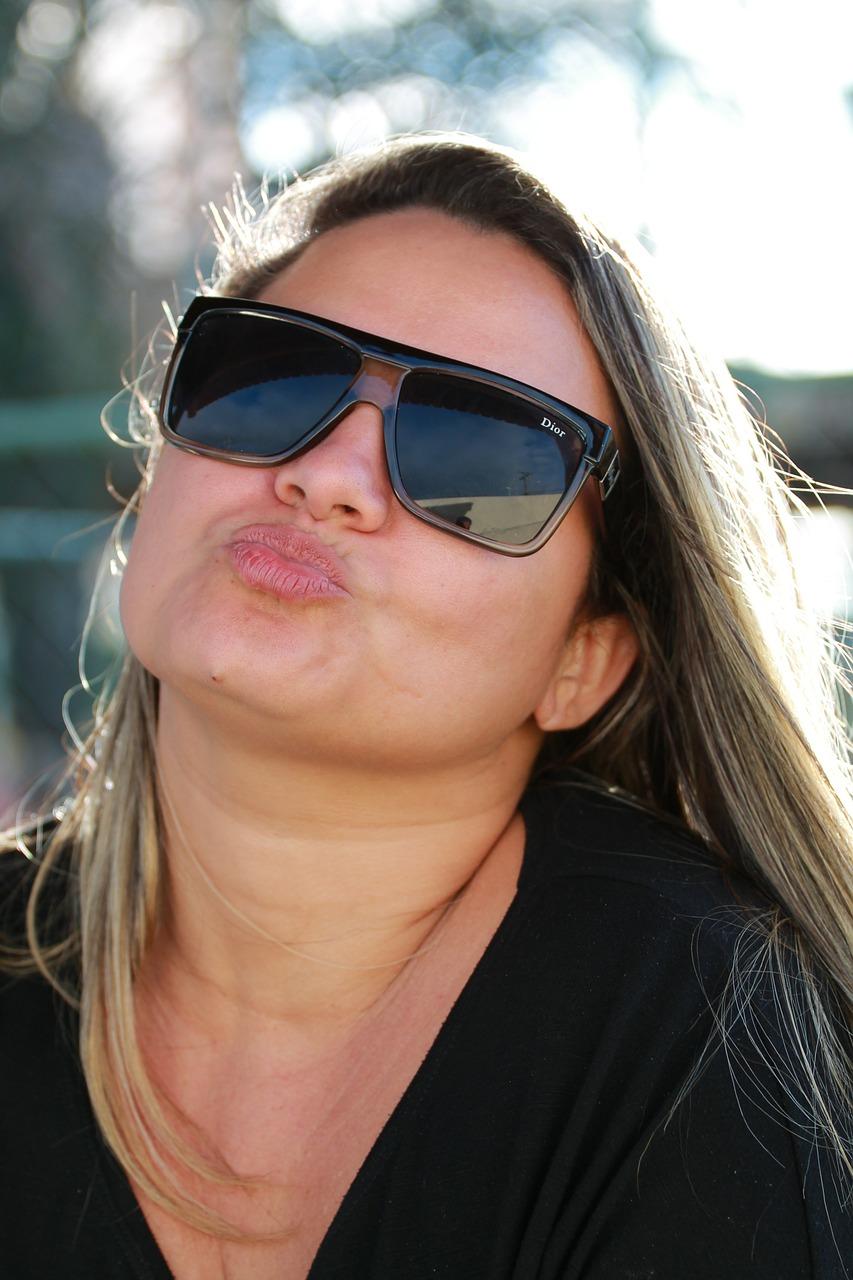 beautiful-woman-434015_1280.jpg